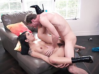 Bitch on high heels wants to obtain the finest orgasms