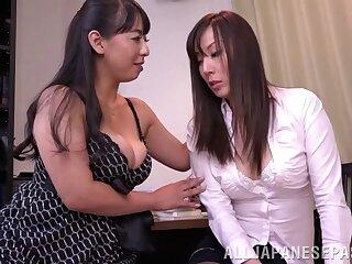 Japanese lesbian sex between Ryouko Murakami and the brush beau